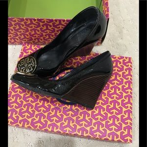 Tory Burch black patent wedge size 61/2